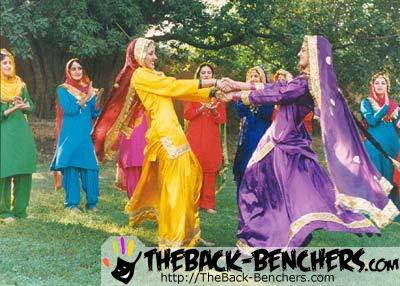 1289-Punjabi-women-rejoicing-while-performing-Giddha