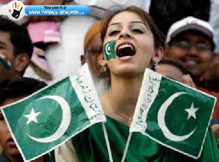 pakistan girl flag independence day