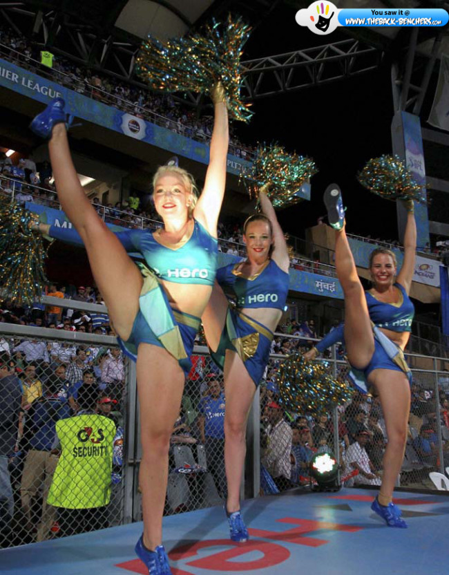 hot and sexy cheerleader ipl 2012