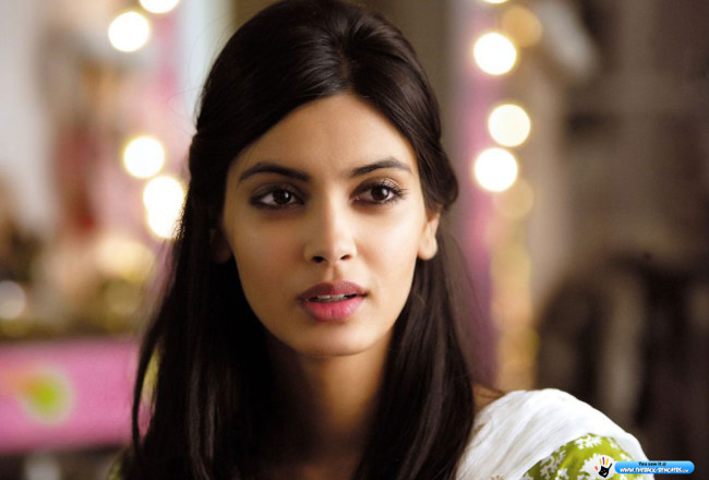 Diana Penty cocktail wallpaper
