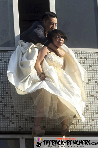 Chinese bride attempts suicide Pictures   Caught on cam